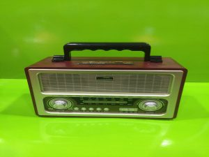 RADIO MODELO ANTIGUO